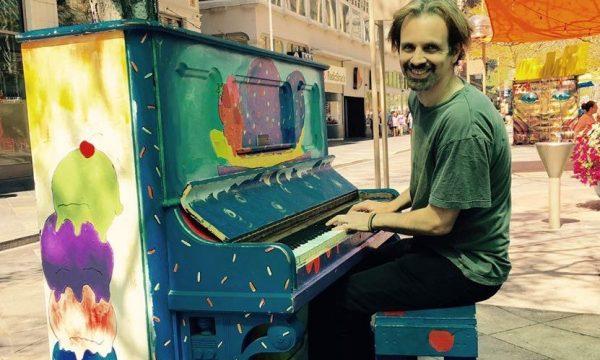 piano outside 2